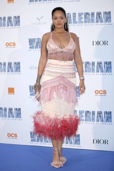 Рианна продолжает шокировать публику своим лишним весом