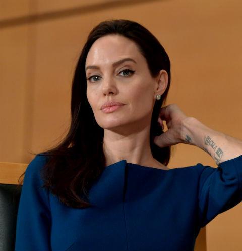 Анджелину Джоли сразил паралич на нервной почве