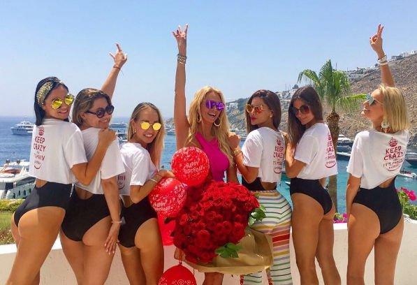 Виктория Лопырева повеселилась на собственном девичнике в Греции