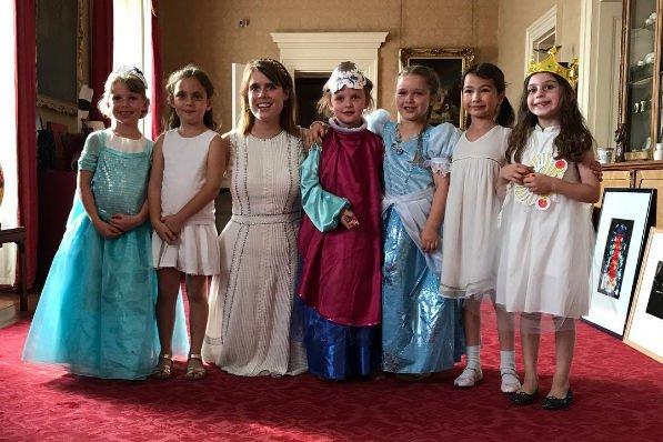 Харпер Бекхэм отпраздновала день рождения в Букингемском дворце