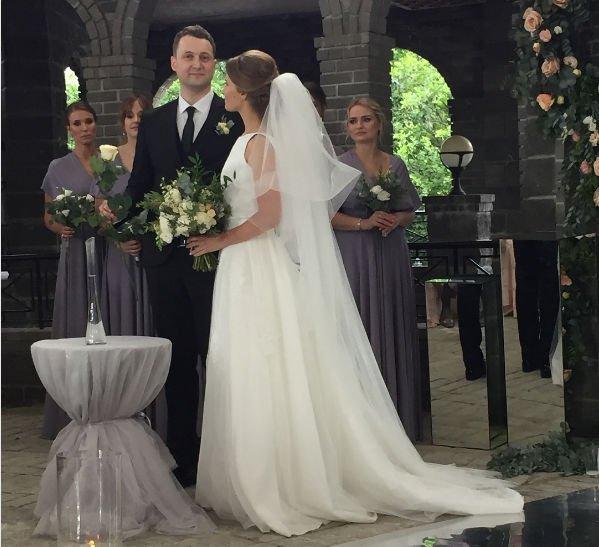 Синхронистка Алла Шишкина сыграла роскошную свадьбу