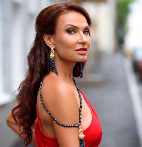 Эвелину Бледанс осудили за выход без белья