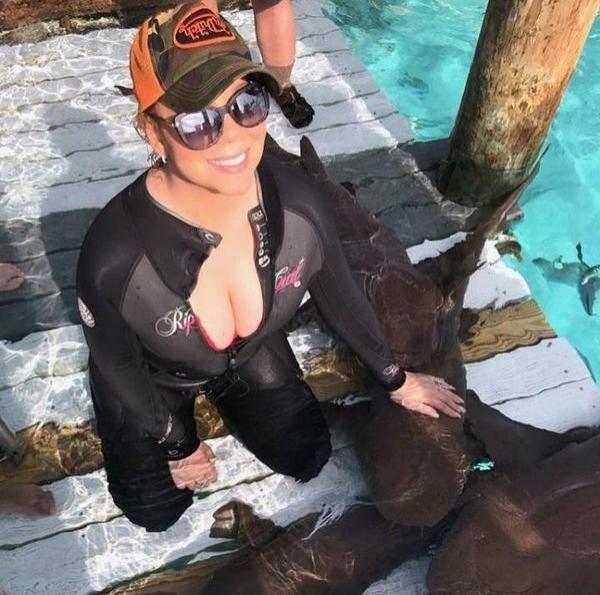 Мэрайя Кэри решилась пустить своих детей поплавать с акулами