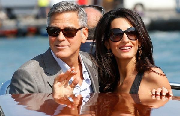 Джордж Клуни и его супруга впервые были замечены с новорожденными детьми