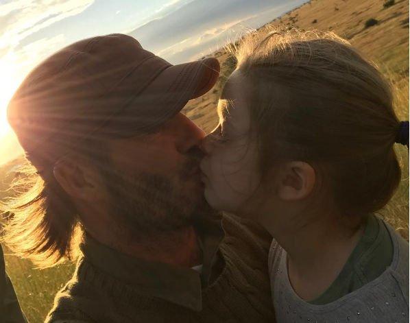 Дэвид Бекхэм не видит ничего плохого в поцелуе в губы с дочерью