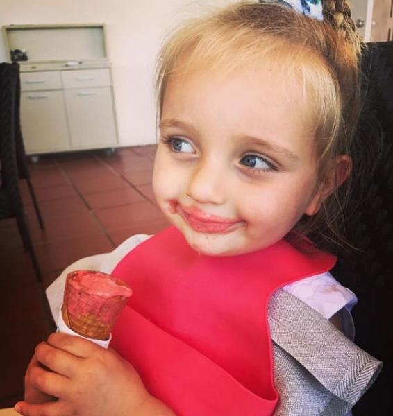 Татьяна Навка показала умения двухлетней дочери