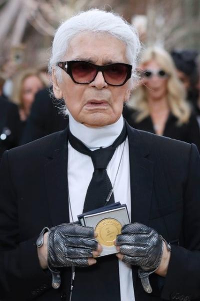 Директор дома Chanel Карл Лагерфельд стал гражданином Парижа