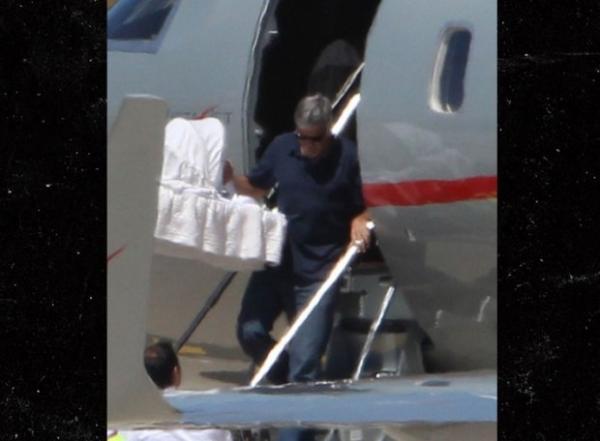 Джордж Клуни и Амаль Аламуддин перевезли детей в Италию