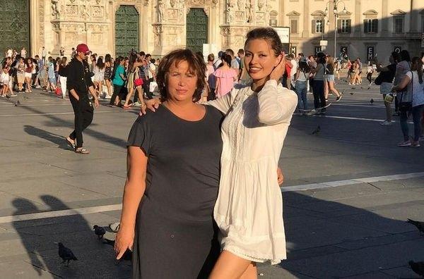 Виктория Боня опубликовала совместную фотографию с мамой