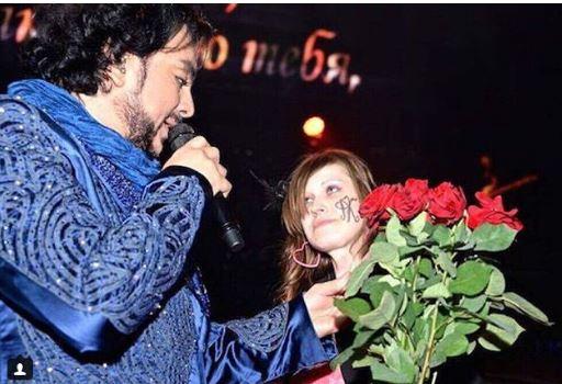Девушка из  Ростова-на-Дону называет себя дочерью Филиппа Киркорова
