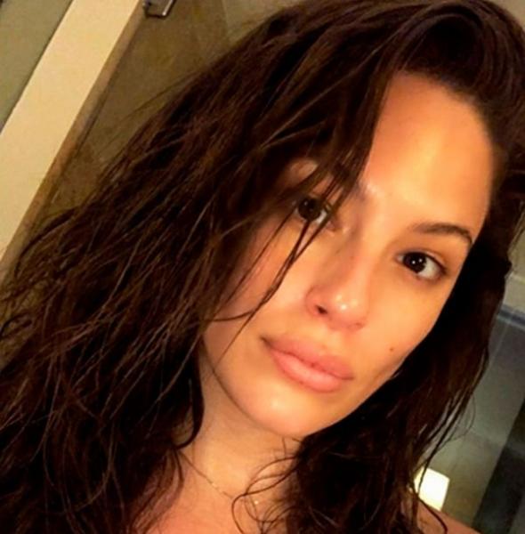 Эшли Грэм разместила снимок без грамма косметики