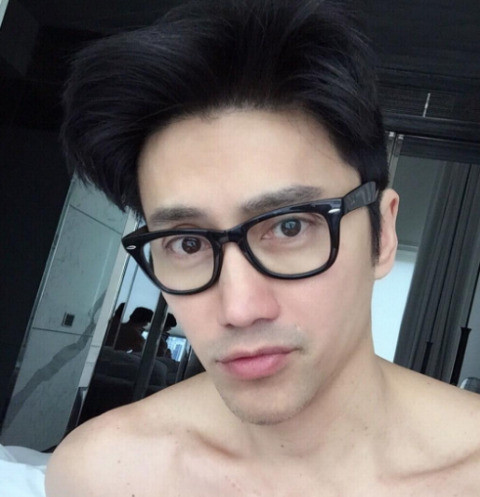Над 50-летним сингапурским манекенщиком не властно время