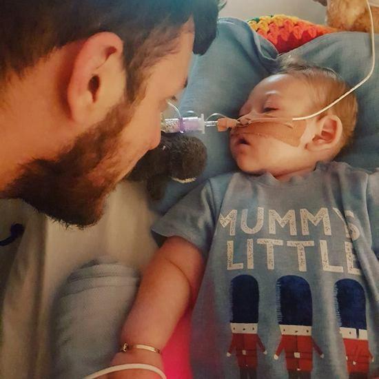 Умер 11-месячный Чарли Гард, страдавший редким генетическим заболеванием