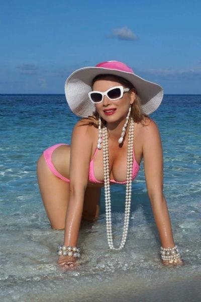 Lena Lenina stunned extravagant beach images