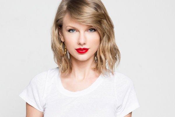 Фанаты огорчены из-за удаления всех снимков с личных страниц Тейлор Свифт