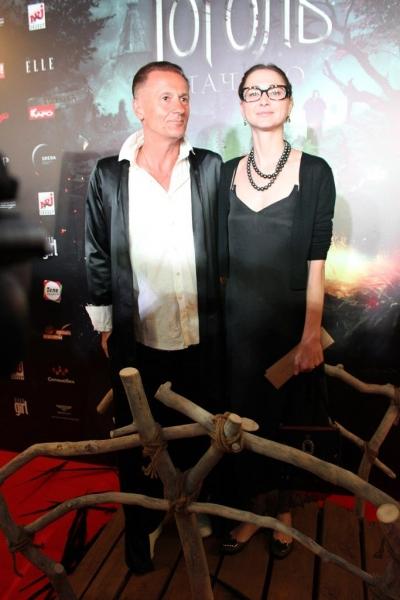Олег Меньшиков впервые за долгое время вышел в свет с супругой