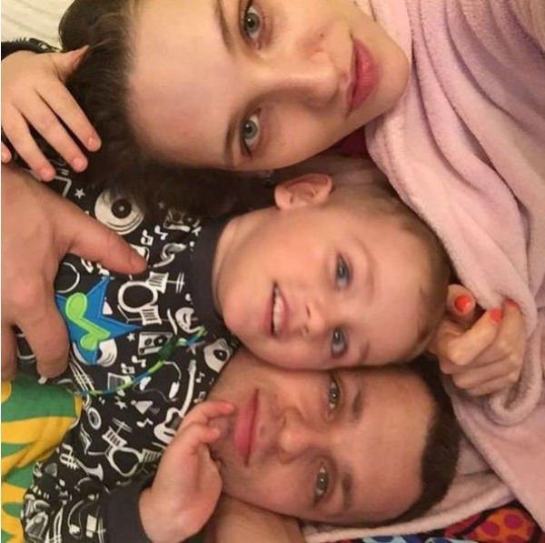 Жена Алексея Янина сообщила о его самочувствии после комы