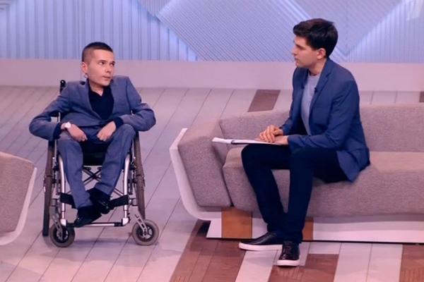 Инвалид-колясочник встретился лицом к лицу с противником после суда