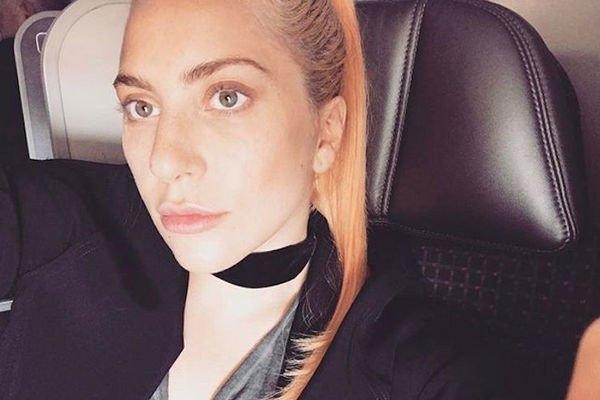Леди Гага поразила, выйдя на сцену в прозрачном комбинезоне