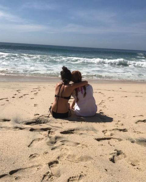Милли Бобби Браун отправилась отдыхать в Кабо вместе с коллегой по сериалу Очень странные дела
