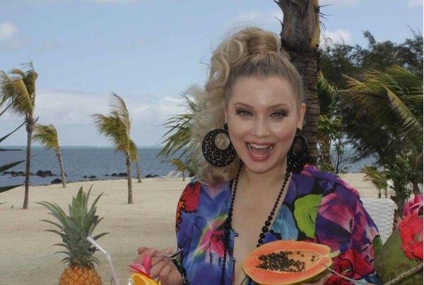 Лена Ленина поделилась горячими снимками с пляжа