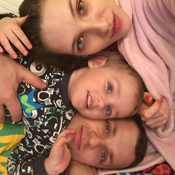 Жена Алексея Янина сообщила о его успехах в лечении