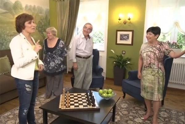 Светлана Зейналова подарила родителям роскошную гостиную