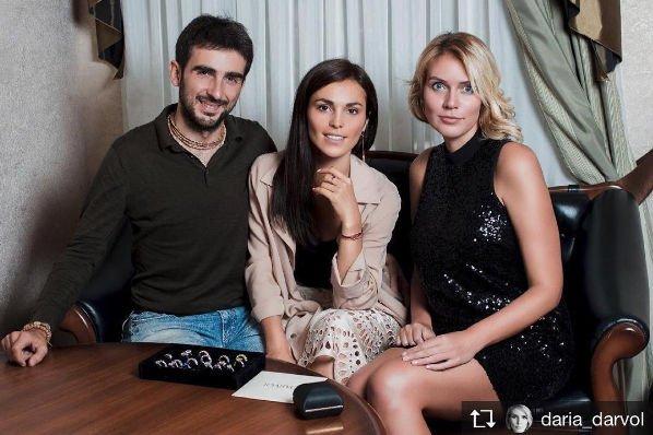 Сати Казанова сообщила о том, что к свадьбе все готово