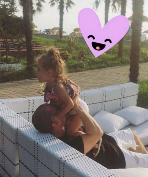 Кети Топурия поделилась семейной фотографией, опровергнув слухи о разводе