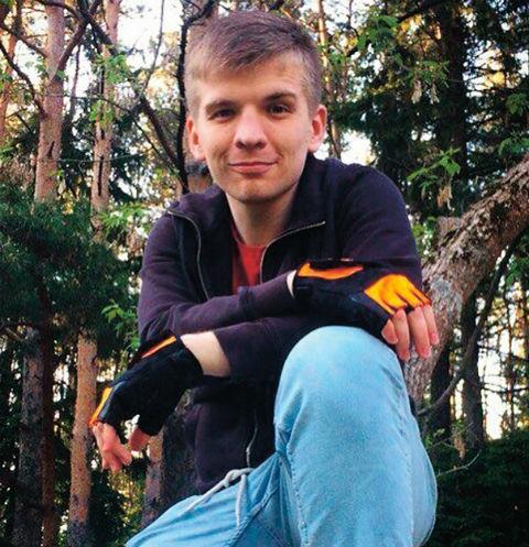 Автор интернет-хита «Малахов, не уходи!» сравнил кумира с Бэтменом