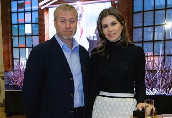 Роман Абрамович закрутил роман с Надеждой Оболонцевой