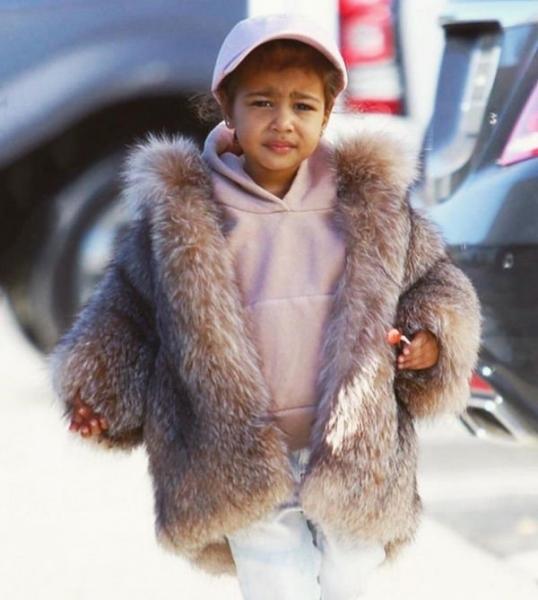 Ким Кардашьян поразила выбором наряда для дочери