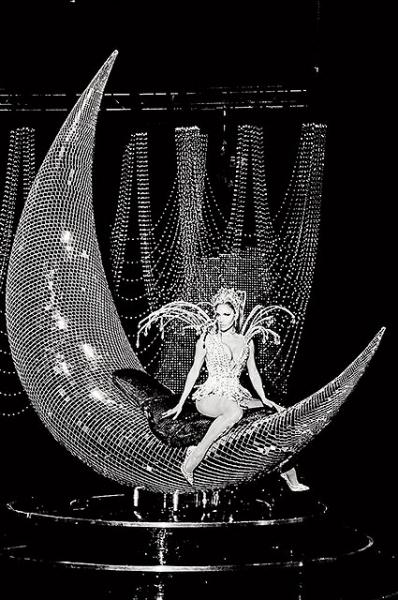 Дженнифер Лопес снялась в откровенных образах для обложки глянца