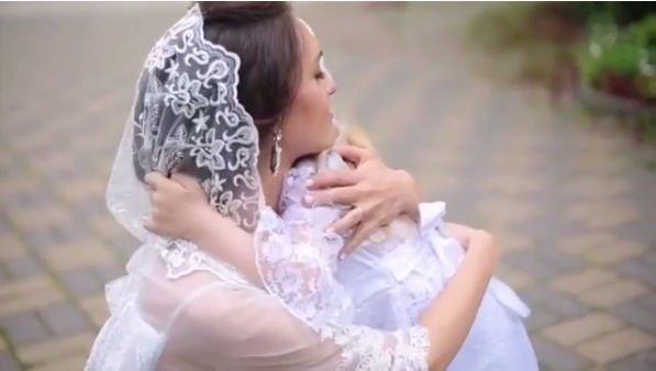 Мария Адоевцева показала трогательные снимки с венчания