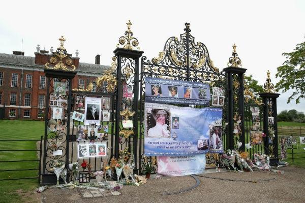 Британцы почтили память погибшей 20 лет назад принцессы Дианы