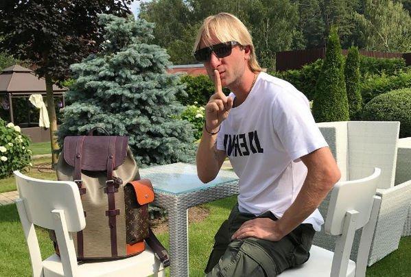 Евгений Плющенко сменил имидж, шокировав подписчиков
