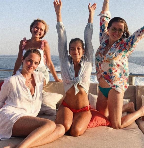 Стефания Маликова отрывается на яхте