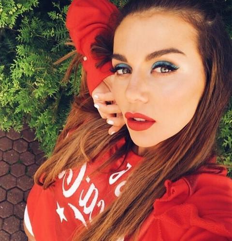 Солисту бойзбенда приписали отцовство ребенка Седоковой