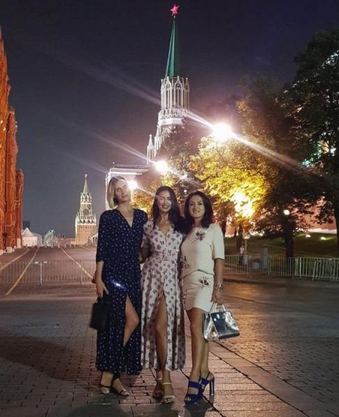 Ирина Шейк публикует фотографии с отдыха в Москве