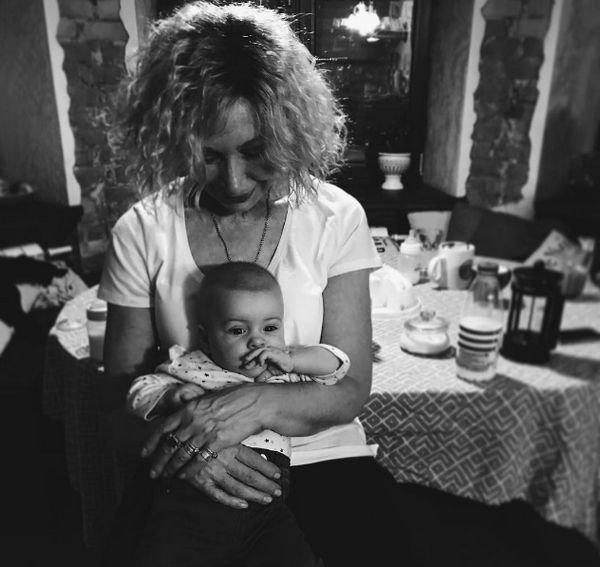 Сноха Татьяны Васильевой ужаснулась, увидев как обращается с дочкой няня