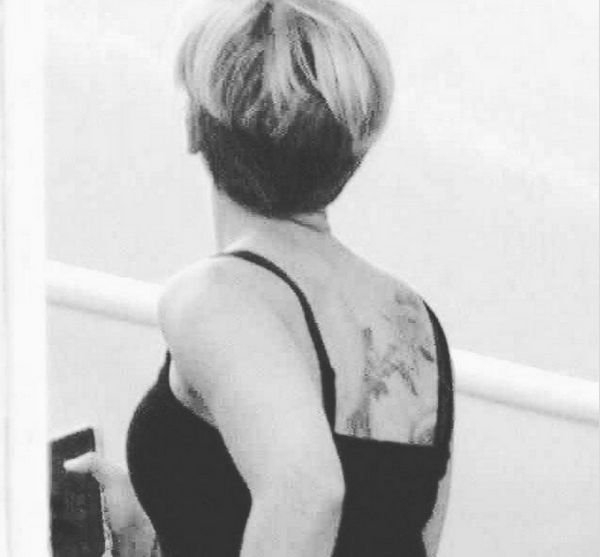 Фанаты заметили у Скарлетт Йоханссон новую татуировку
