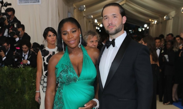 Серена Уильямс впервые показала новорожденную дочку