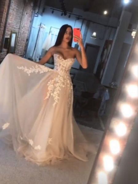Фанаты недоумевают, увидев снимок Анастасии Решетовой в свадебном платье