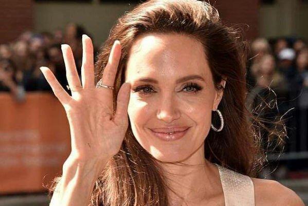 Анджелина Джоли выглядит нездорово худой