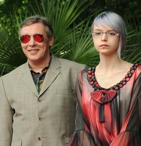 Михаила Ефремова вызвали в школу из-за дочери