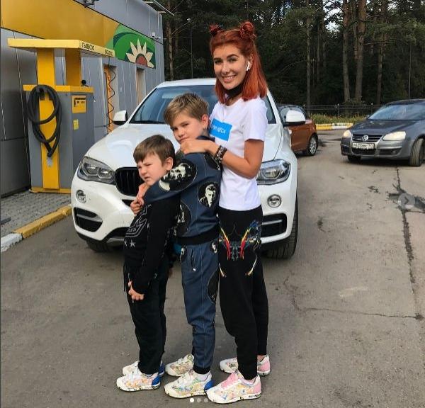 Николь Кузнецова на день рождения получила автомобиль