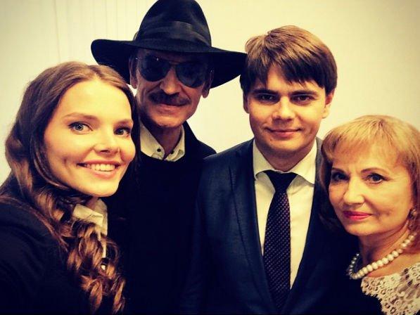 Внук Михаила Боярского советует ему, как надо общаться с фанатами
