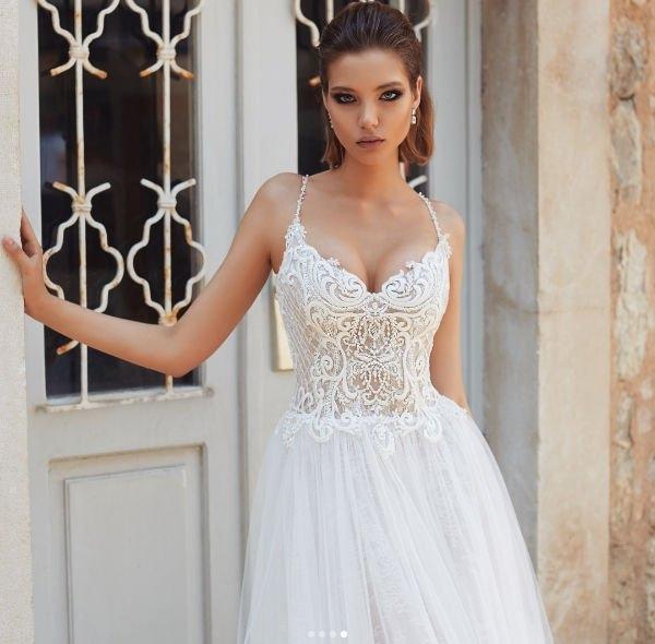 Алеся Кафельникова показала фотографии в свадебном платье