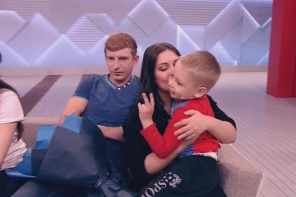 Супруг родившей в 11 лет Вали Исаевой похитил сына