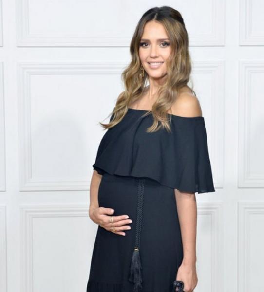 Беременная Джессика Альба восхищает подобранными образами